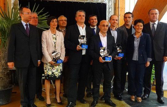 Photographie de remise des trophée du RBE 2012 avec M. Sylvain Calvano
